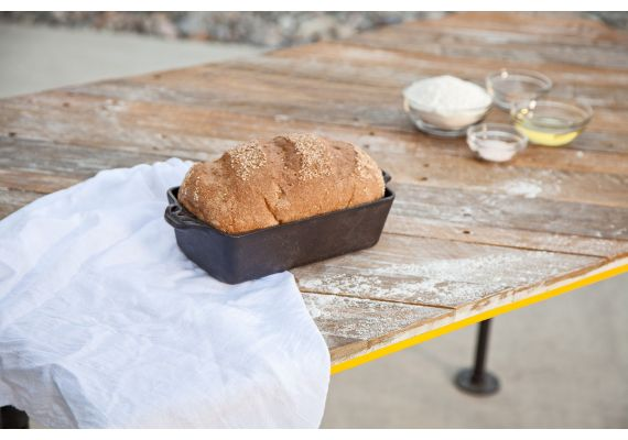 Forma de copt painea din fonta Camp Chef 28 x 13 x 6,5 cm CC-CIBP9